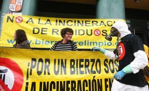 Aire Limpio presenta ante los portavoces parlamentarios las 11.000 firmas contra la incineración