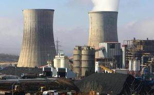 Los trabajadores de las contratas de la central se concentran por la falta de respuesta de Endesa a su futuro