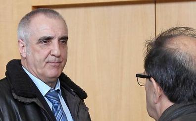 El juez suspende la condena de Victorino Alonso por destruir un yacimiento de la Cueva de Chaves