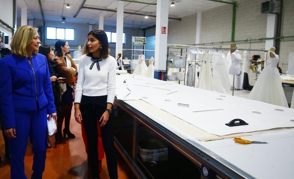 La consejera de Economía visita las instalaciones de Silvia Fernández Atelier