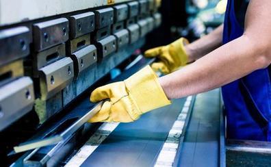 Sindicatos y patronal pactan una subida salarial del 2,35% en el metal y frenan la huelga de 11.200 trabajadores