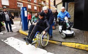 Escaleras y bordillos, principales obstáculos para las personas con movilidad reducida