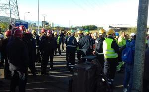 Los trabajadores de las auxiliares inician la primera jornada de huelga con una marcha