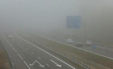La niebla condiciona la circulación en ocho tramos de la red principal de carreteras de Castilla y León