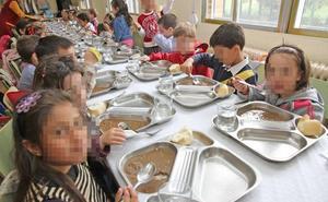 14 niños abandonan el comedor escolar en Toral de los Vados tras «ver gusanos» en el menú