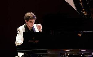 El pianista Pedro López Salas da vida a Mozart y Albéniz en la temporada de conciertos de Juventudes Musicales
