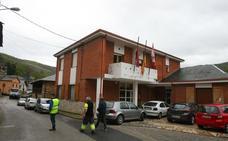 CB acusa al alcalde de Trabadelo de querer renovar el alumbrado «a toda prisa» para facilitar el relevo de su hijo al frente del Ayuntamiento