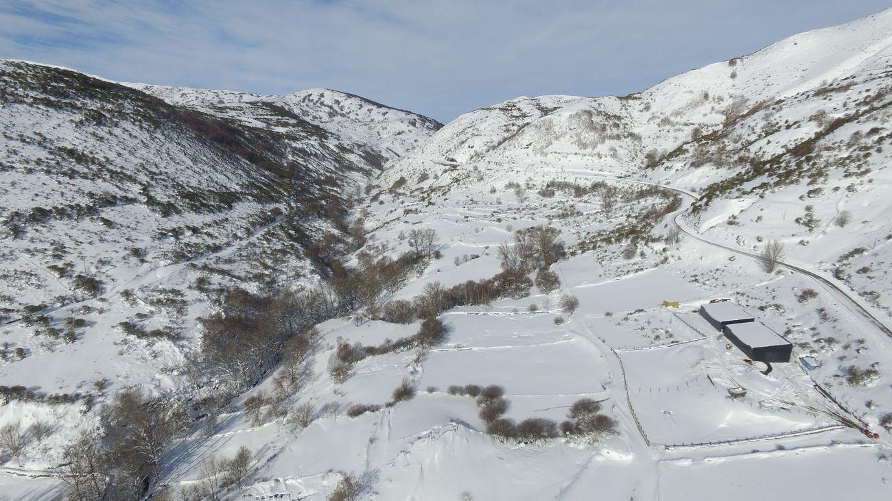 La nieve y el hielo mantienen cortadas cinco carreteras de León, Burgos y Salamanca