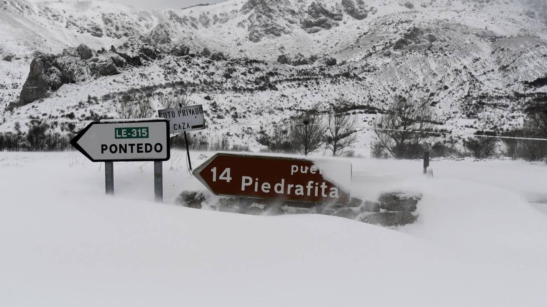 La nieve dificulta el tráfico en tramos de la zona norte de la provincia de León