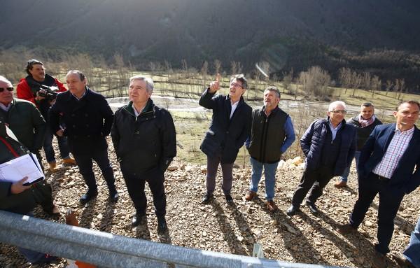 Majo visita a las obras de la carretera entre Matalavilla y Valseco