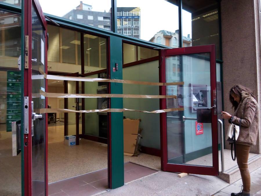 Ataque a dos cajeros de Unicaja Banco en Ponferrada