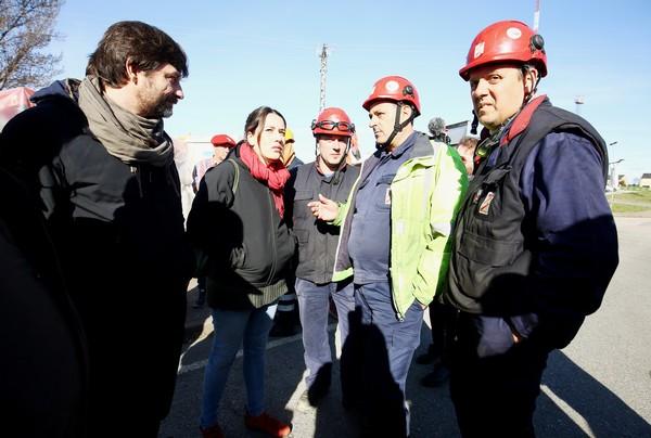 Mayoral y Marcello se reúnen con trabajadores de las auxiliares de Endesa en la central térmica Compostilla II