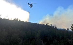 Medios de extinción atajan un incendio declarado entre Sotelo y Pradela