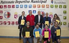 Bembibre entrega certificados para el uso del desfibrilador en el deporte durante dos años
