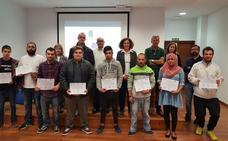 La alcaldesa de Ponferrada entrega los diplomas a los alumnos del curso de 'Agente polivalente de almacén'