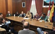 La candidatura del PP al Senado abre la campaña en La Cabrera con apuestas por la pizarra y las infraestructuras