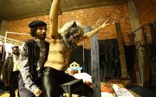 La compañía Conde Gatón levanta su 'Retablo de sombras' en el Teatro Bergidum de Ponferrada