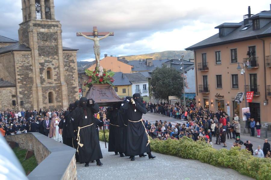 Viacrucis penitencial en el Castillo de Ponferrada
