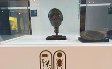 Una réplica de la cabeza de la momia de Tutankamón llega al Museo Arqueológico de Cacabelos