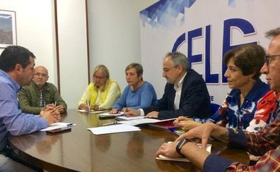 Olegario Ramón traslada a la Fele la necesidad de «transformar» Ponferrada en 'ciudad inteligente'