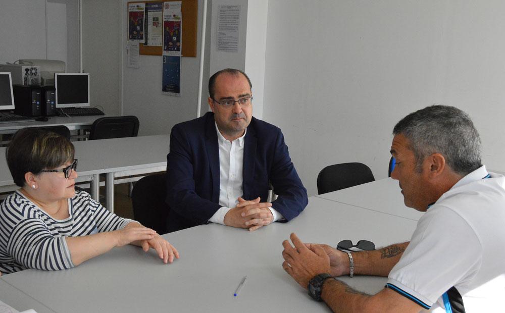 El candidato del PP en Ponferrada, Marco Morala, se reúne con Ambi