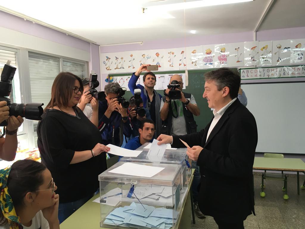 Los candidatos a la Alcaldía de Ponferrada votan