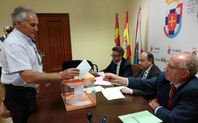 El PSOE, PP, CB, Cs y USE eligen a sus representantes para ocupar los 27 asientos del plenario del Consejo Comarcal del Bierzo