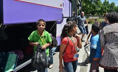 18 niños saharauis llegan al Bierzo para pasar sus 'vacaciones en paz'