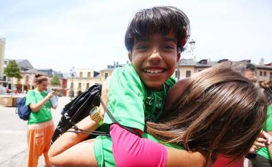 Cinco niñas y once niños saharauis ponen «una pincelada de color en cada pueblo» del Bierzo con el programa 'Vacaciones en Paz'