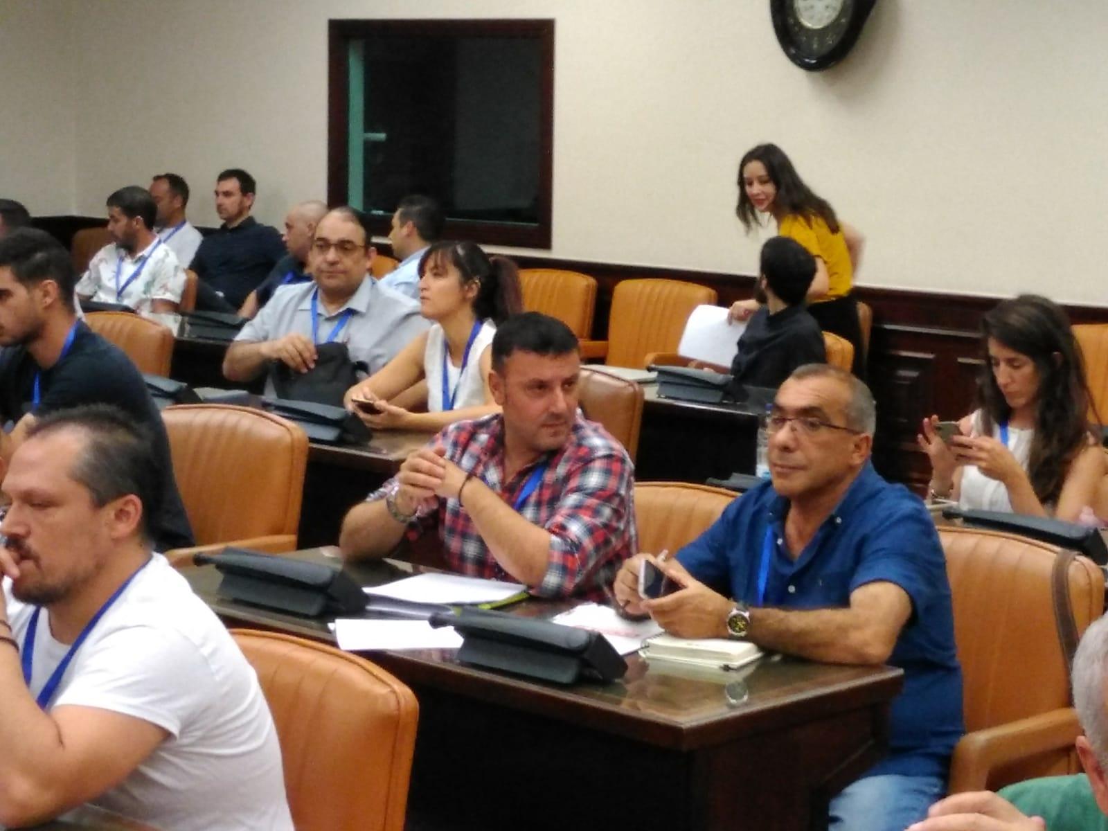 Las auxiliares de Endesa llevan su lucha al Congreso de los Diputados