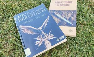 Fernando Cerezales presenta su novela 'Águilas sobre Bergidum' en la biblioteca de Cacabelos