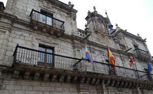 El tripartito que lidera Ramón mantiene el límite de dos mociones por grupo a debatir en cada pleno