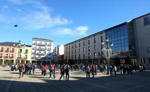 Las Juventudes Socialistas denuncian el cierre de un aula de 1º de la ESOen el instituto Gil y Carrasco de Ponferrada
