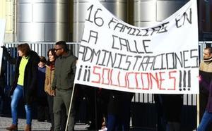 Los trabajadores despedidos de la planta de Agua Vitaminada de Folgoso creen que el auto del juez «llega tarde»