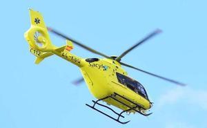 Trasladada en helicóptero a León a una mujer que sufrió un atropello en la calle Canal de Camponaraya
