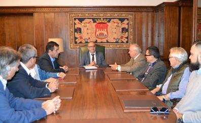 Fele Bierzo solicita al alcalde impulso al Diálogo Social y mejoras en infraestructuras