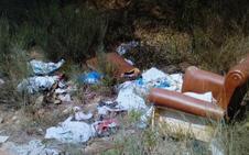 El PP de Cubillos del Sil denuncia la proliferación de vertederos ilegales en el polígono del Bayo