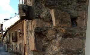 El PRB exige la restauración urgente de los restos de la muralla de Ponferrada