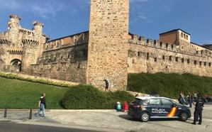 Tres detenidos en Ponferrada sorprendidos 'in fraganti' tras robar en una vivienda de la urbanización Aldama