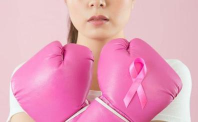 Bembibre se vuelca en la lucha contra el cáncer de mama con una mesa informativa y solidaria en favor de la AECC