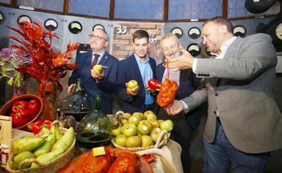 A Sergio Fernández Luque se le hace «la boca agua» en las XXXV Jornadas Gastronómicas del Bierzo