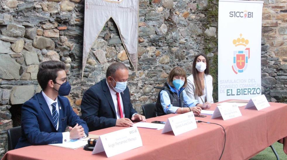 Más de 80 jóvenes de toda España simulan la política del día a día con el Consejo como modelo