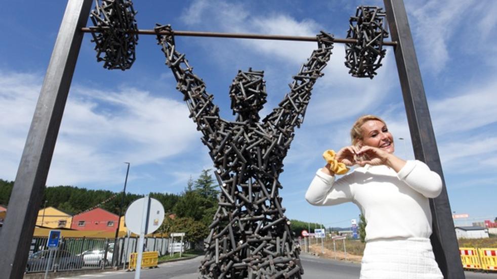 Camponaraya descubre una escultura en honor a la campeona olímpica Lydia Valentín