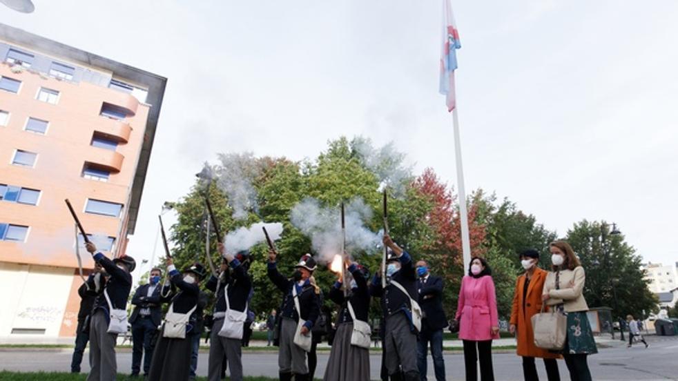 Izado de bandera y descubrimiento de placa para conmemorar el bicentenario de la provincia de El Bierzo