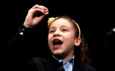 Aya, la niña de los 'mil euros' más largos de la historia, da El Gordo