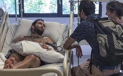 La familia del surfista cántabro con leucemia aguarda su inminente regreso