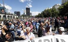 Miles de taxistas se manifiestan contra Uber y Cabify