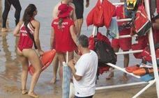 El ¿provocador? uniforme de las socorristas de Gijón se hace viral