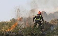 Los bomberos profesionales se oponen a la «privatización» del plan de parques comarcales de la Diputación