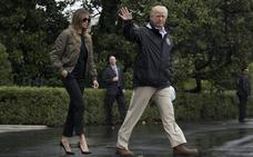 Melania Trump impacta con sus tacones altos para visitar zonas inundadas por Harvey